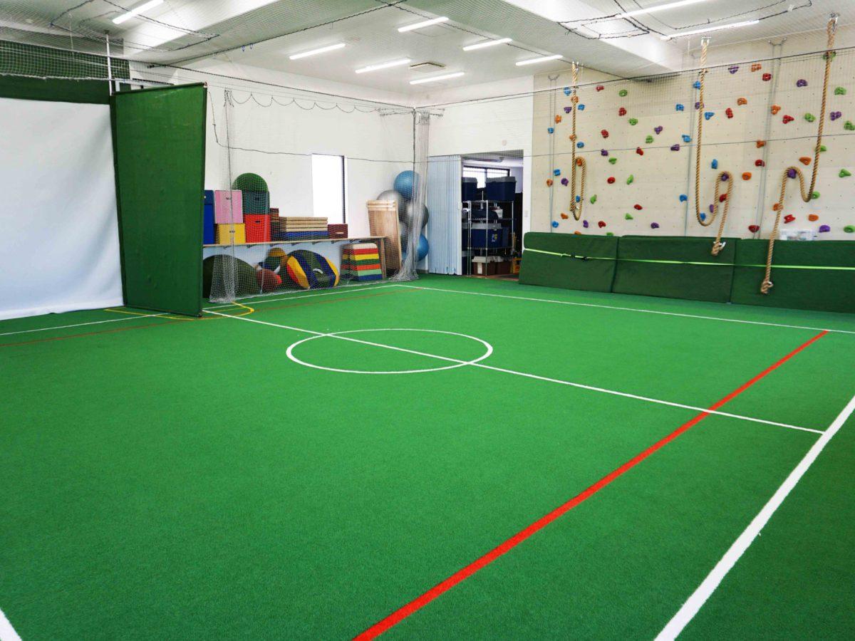 遊ぶ、習う、鍛える! 人工芝のスポーツスタジオ!
